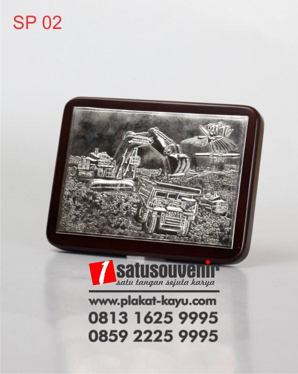 SP02-Souvenir-Kayu-Relief-Eskavator